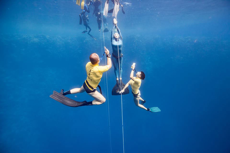 Nanja van den Broek met jury worldrecord freediving